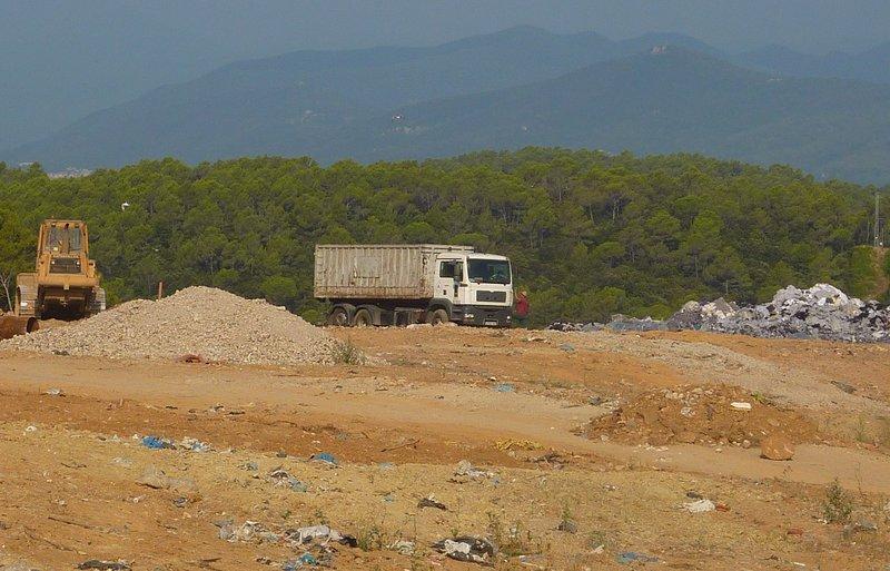 La taxa d'escombraries pujarà a Olot i l'alcalde assenyala que és perquè no es recicla bé