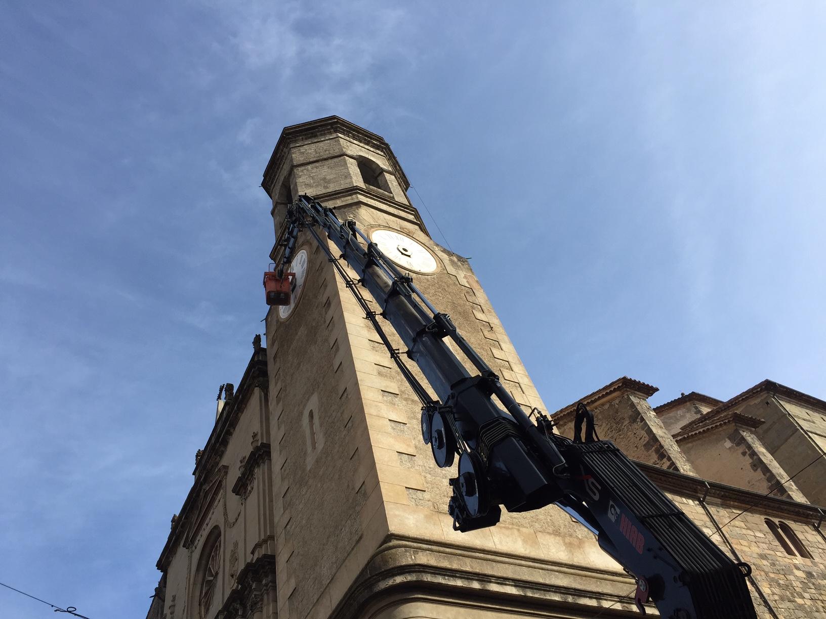 Les broques del rellotge de Sant Esteve es tornen a posar a l'hora