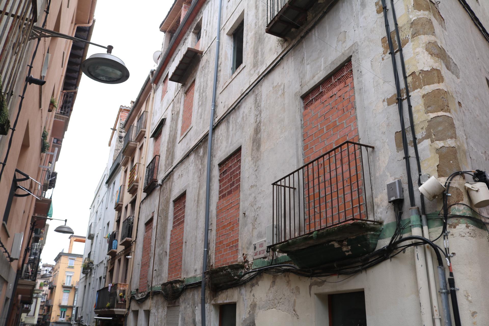 L'Ajuntament d'Olot planta cara als problemes del casc antic