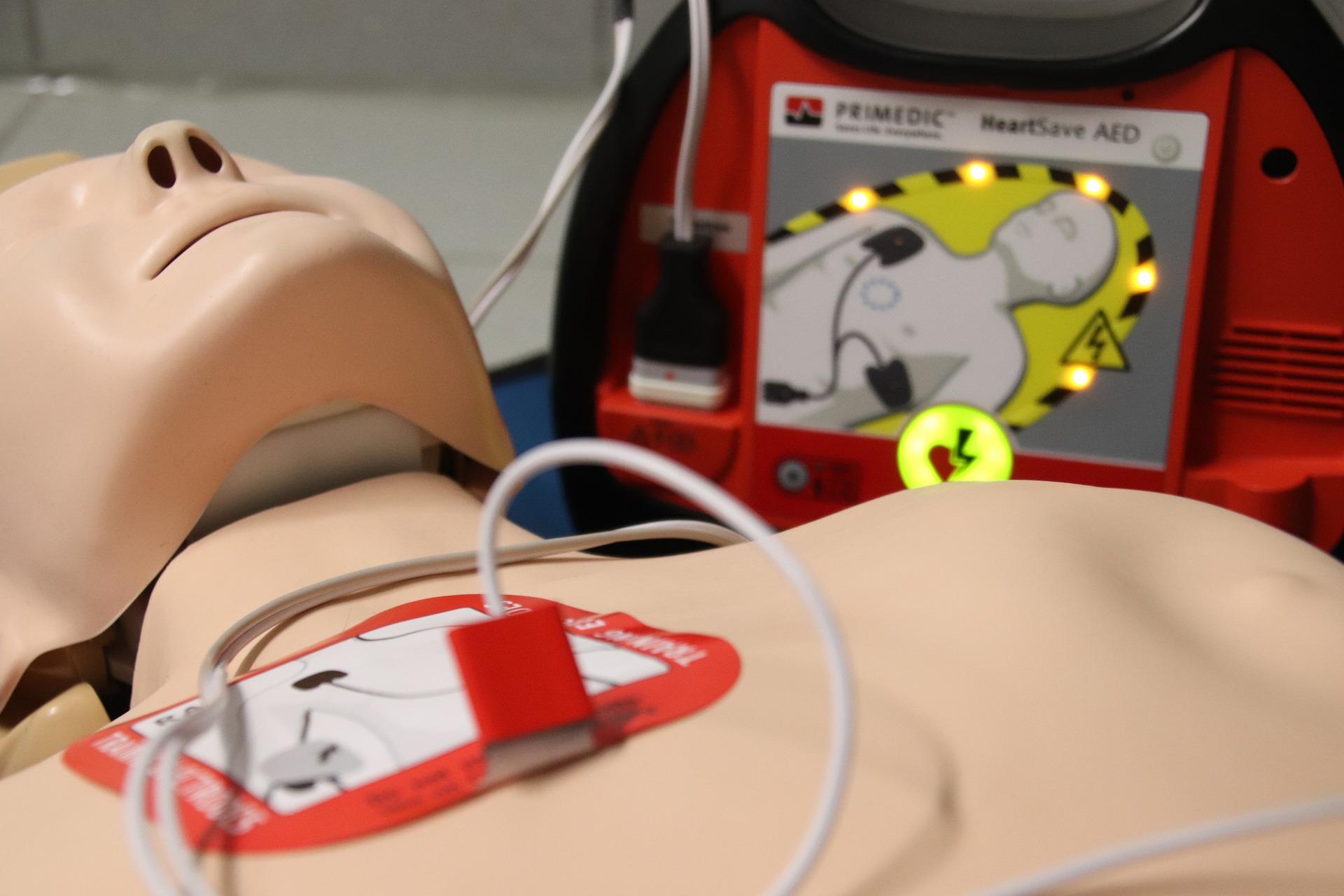 El desfibril·lador salva la vida d'un jugador del CE Maià